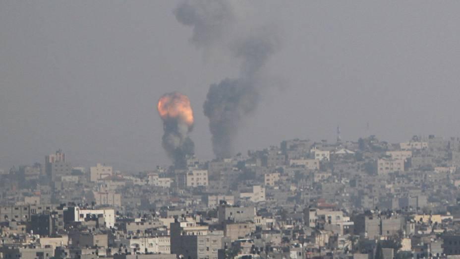 Explosão após ataque israelense à Gaza