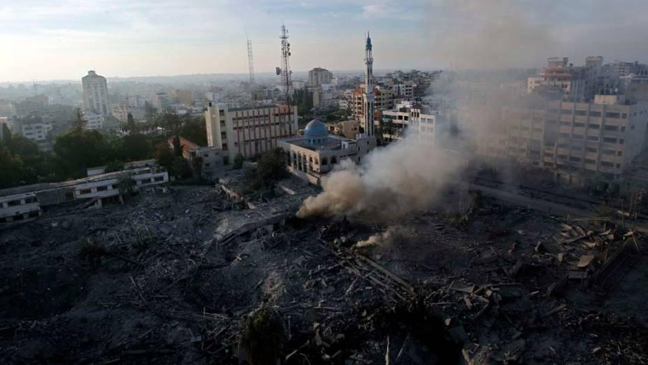 Na faixa de Gaza, vista aérea mostra prédio do Ministério de Segurança que foi destruído após bombardeio israelense