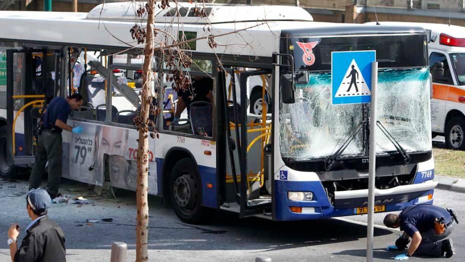 Ônibus explode no centro de Tel Aviv em ataque terrorista