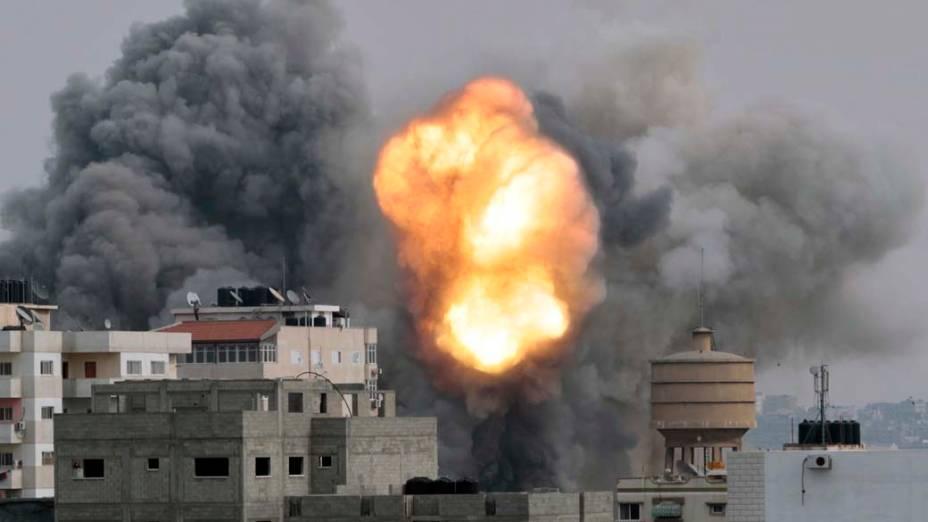 Explosão após ataque israelense na faixa de Gaza