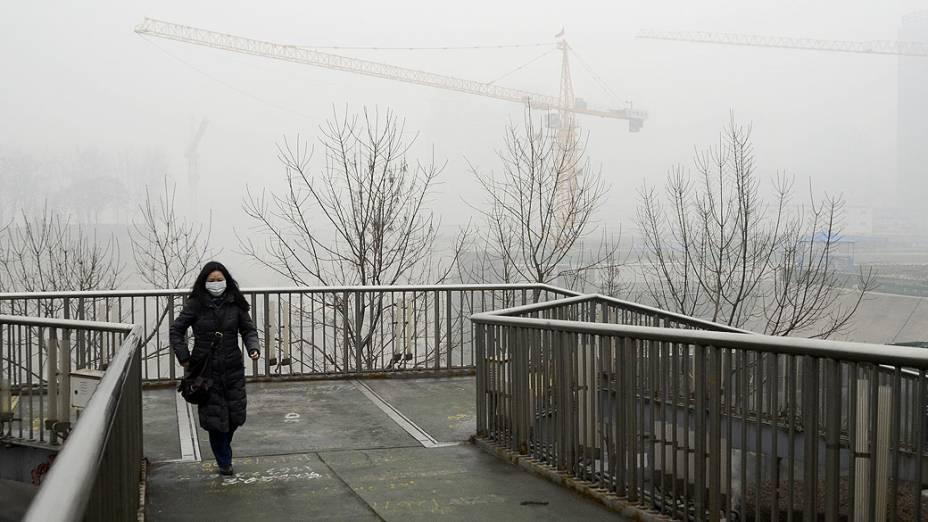 Camada de poluição continua sobre Pequim, na China