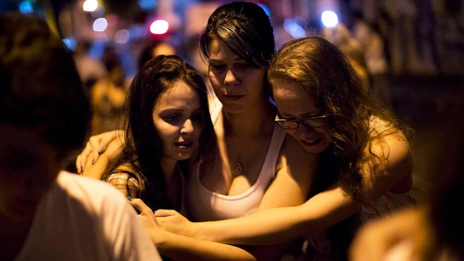 Vestidas de branco, cerca de 10 mil pessoas se reuniram na Praça Saldanha Marinho, em Santa Maria (RS)