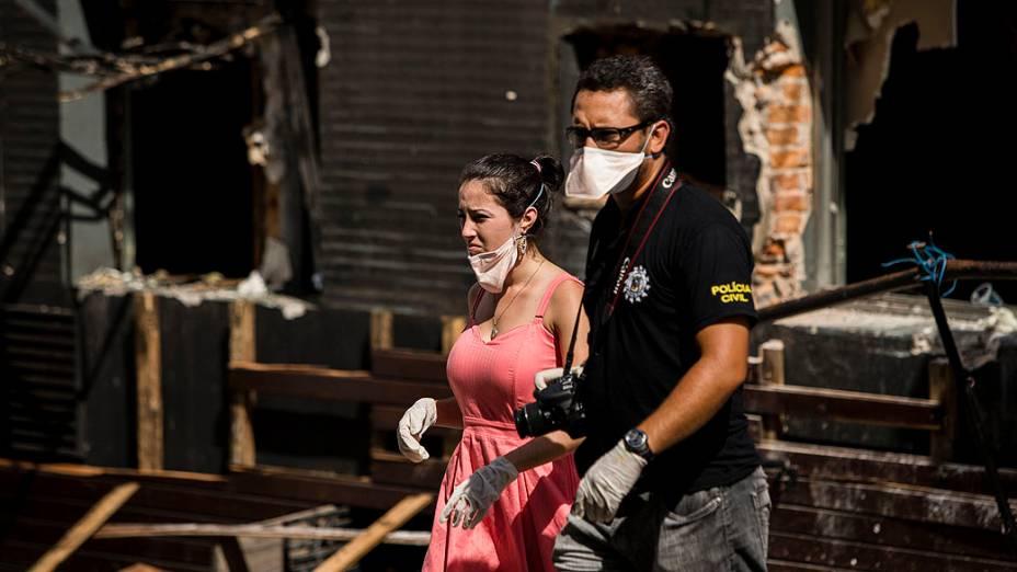 Polícia faz reconstituição de incêndio em boate com testemunhas. Bruna Claussen, uma das caixas da boate Kiss