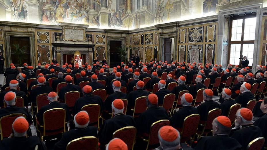 Papa Bento XVI durante a última reunião com os cardeais no Vaticano