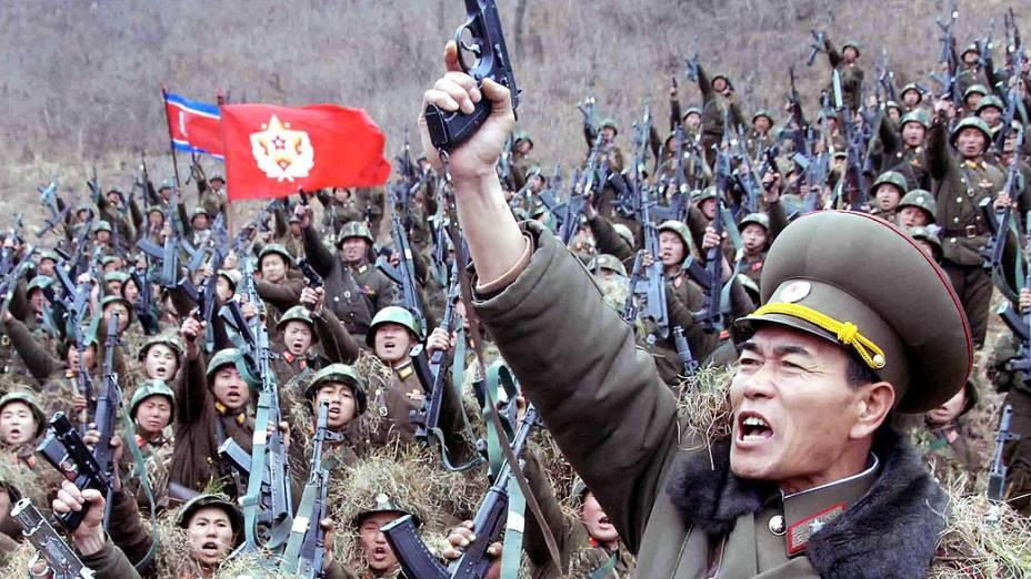 Imagem divulgada pelo governo da Coreia do Norte, juntamente com um comunicado, informa que os soldados estão preparados para o combate contra a Coreia do Sul e Estados Unidos