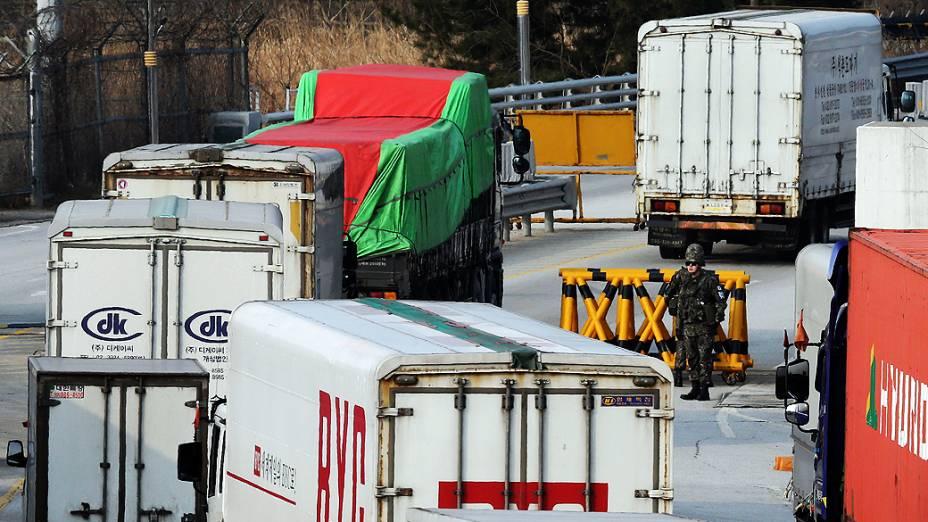 A Coreia do Norte proíbe que trabalhadores sul-coreanos entrem no complexo industrial binacional de Kaesong, que fica no território norte-coreano