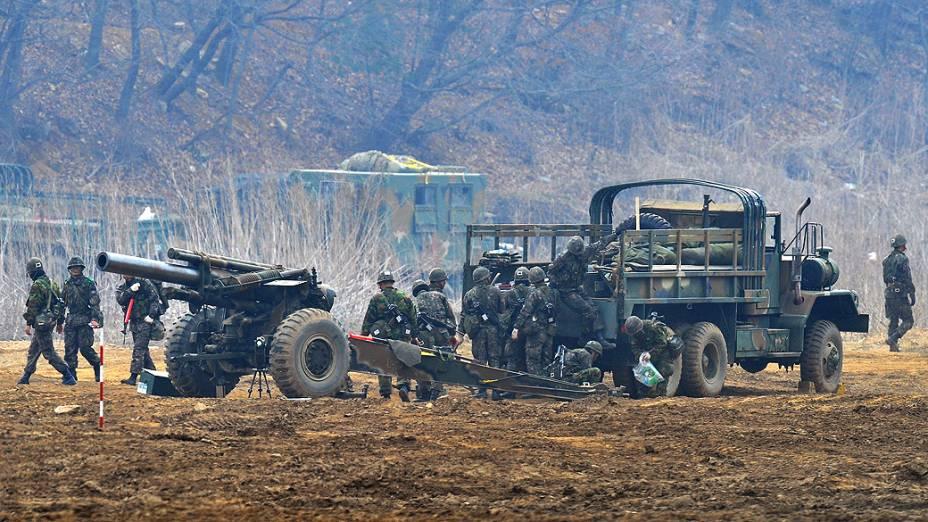Tropas sul-coreanas participam de exercício militar próximo da fronteira com a Coreia do Norte