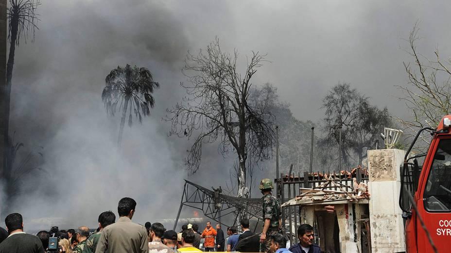 Fumaça encobre local onde carro-bomba explodiu no principal bairro empresarial de Damasco, na Síria