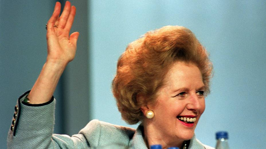 Margaret Thatcher durante coletiva em 1989