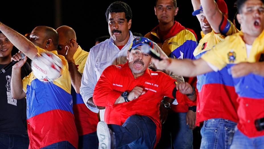 Nicolás Maduro encerra campanha em Caracas ao lado de Maradona
