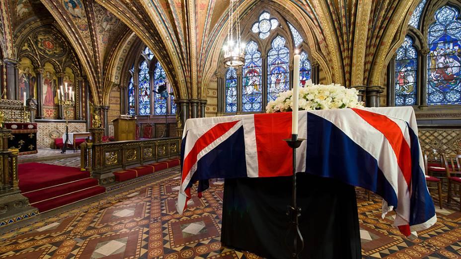 Corpo da ex-primeira-ministra britânica Margaret Thatcher está no Palácio de Westminster, em Londres, na véspera do funeral