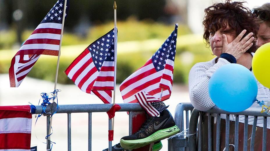 Boston homenageia vítimas de atentado
