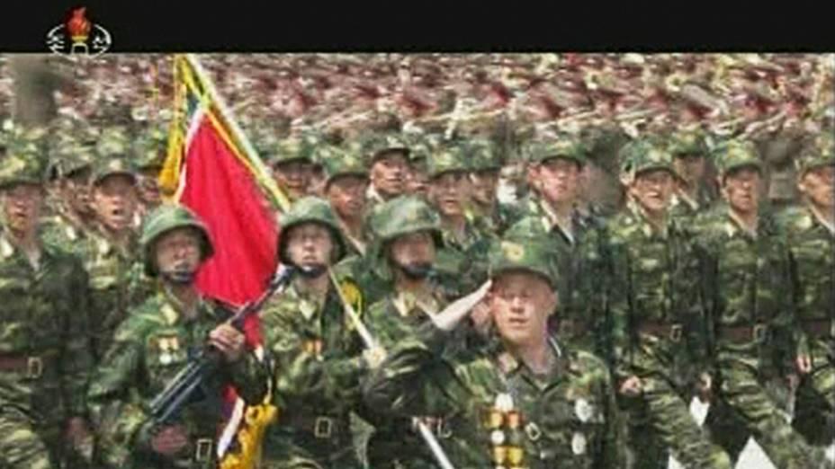 Imagem de TV mostra cerimônia militar na Coreia do Norte