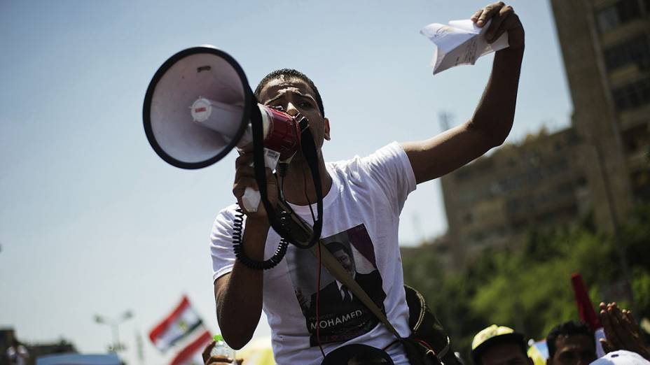 Simpatizantes da Irmandade Muçulmana fazem manifestação a favor do presidente egípcio, Mohamed Mursi, no Cairo