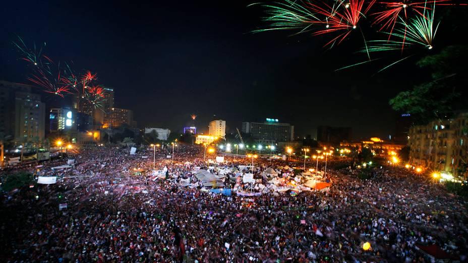 Opositores comemoram o anúncio da queda do presidente Mohamed Mursi, nesta quarta-feira (3)
