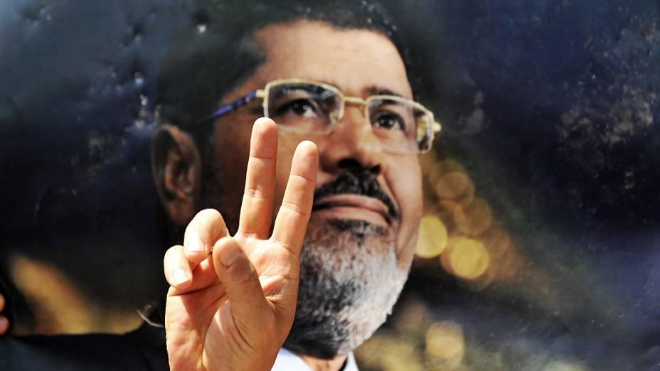 Apoiadores do presidente Mohamed Mursi atendem ao chamado da Irmandade Muçulmana no Dia de Ira, nesta sexta-feira (16)