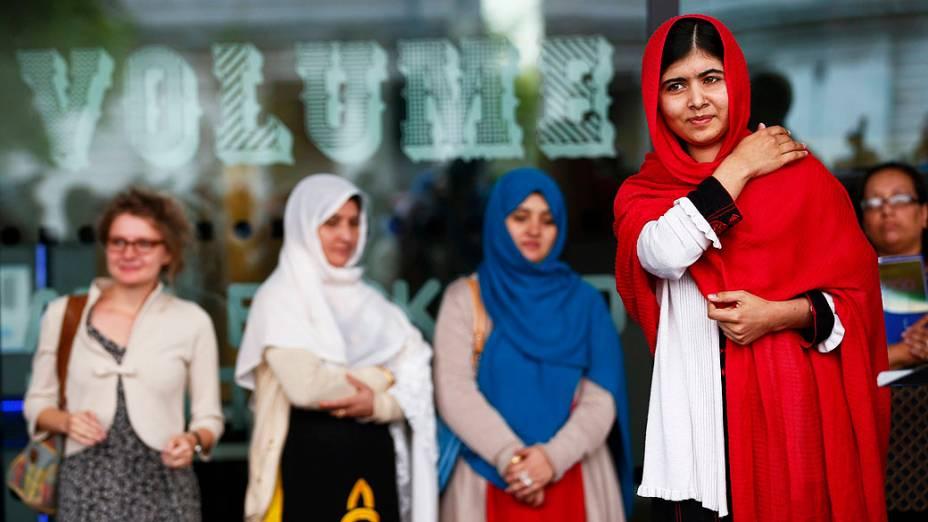 Malala Yousafzai, paquistanesa que foi baleada na cabeça pelo Talibã por defender a educação das meninas, fala na abertura da Biblioteca de Birmingham, no centro de Inglaterra (03/09/2013)