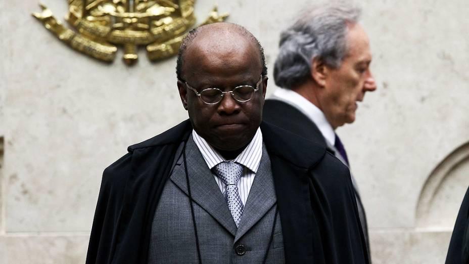 O presidente do Supremo Tribunal Federal, Joaquim Barbosa, durante sessão no plenário do STF para julgar os recursos dos 13 réus que não tem direito aos embargos infringentes no processo do mensalão, nesta quarta-feira (13)