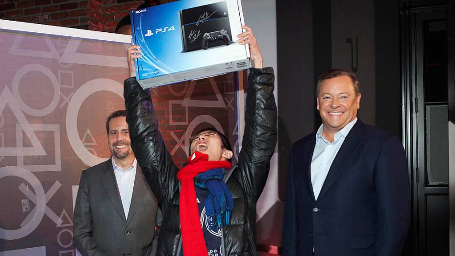 Joey Chiu, de 24 anos, foi o primeiro comprador do PlayStation 4 nos Estados Unidos