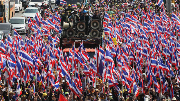 Tailandeses protestam contra o governo da primeira-ministra e pedem sua renuncia, em Bangcoc