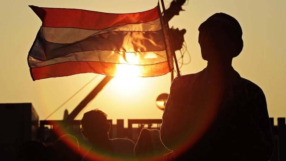 Oposicionistas protestam contra o governo em Bangcoc, capital tailandesa, nesta segunda-feira (23)