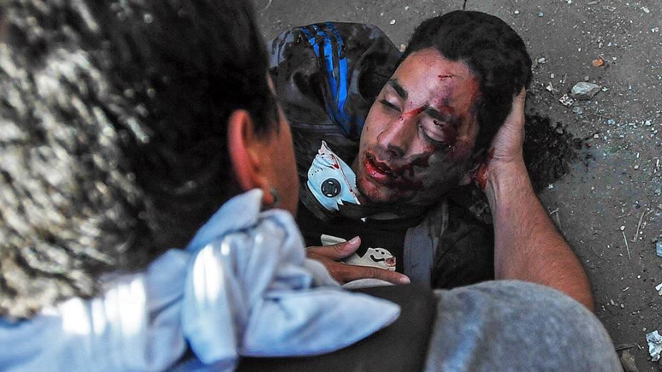 Estudante Bassil DaCosta ferido a tiros durante um protesto da oposição contra o governo do presidente, Nicolas Maduro, em Caracas, na Venezuela