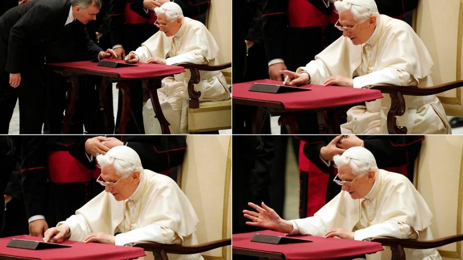 Papa Bento XVI posta seu primeiro tweet em um ipad depois de sua audiência geral na Sala Paulo VI no Vaticano