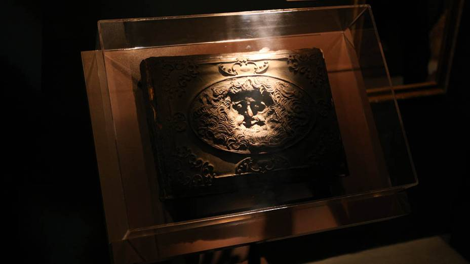 Livro no quarto da Morgana