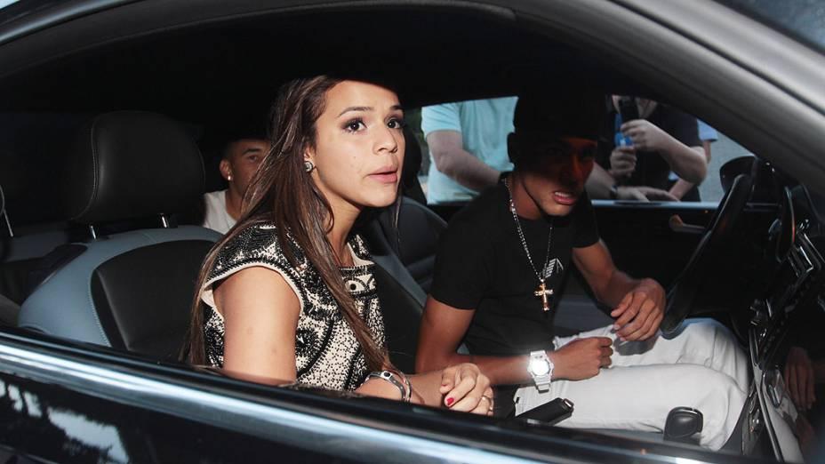 Bruna Marquezine chegando na festa de aniversário de Neymar, em São Paulo