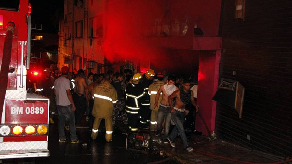 Incêndio na boate em Santa Maria, são contabilizados ao menos 232 mortos e mais de 100 feridos, no Rio Grande do Sul