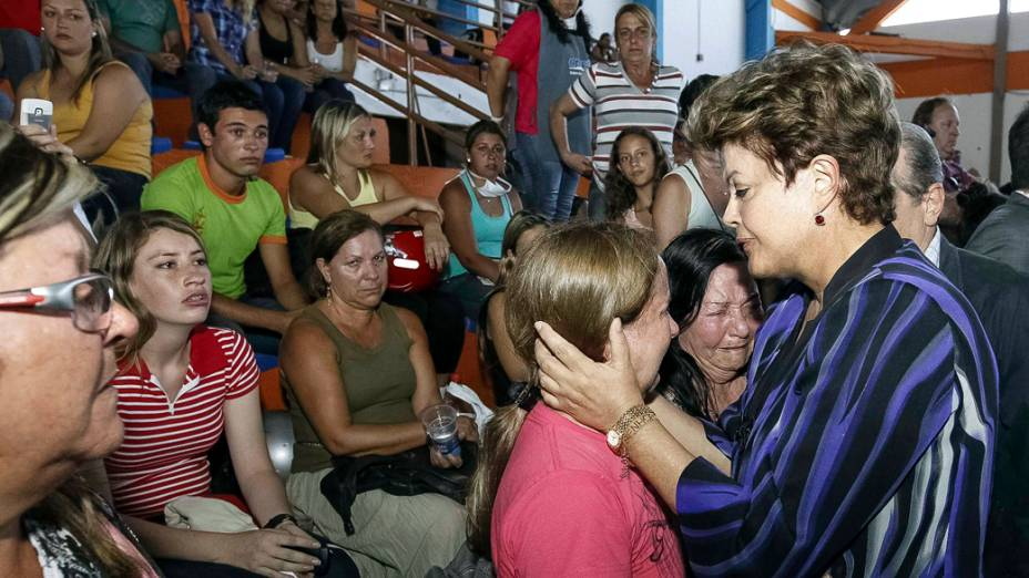 A presidente Dilma Rousseff presta apoio aos familiares das vítimas do Incêndio, em Santa Maria