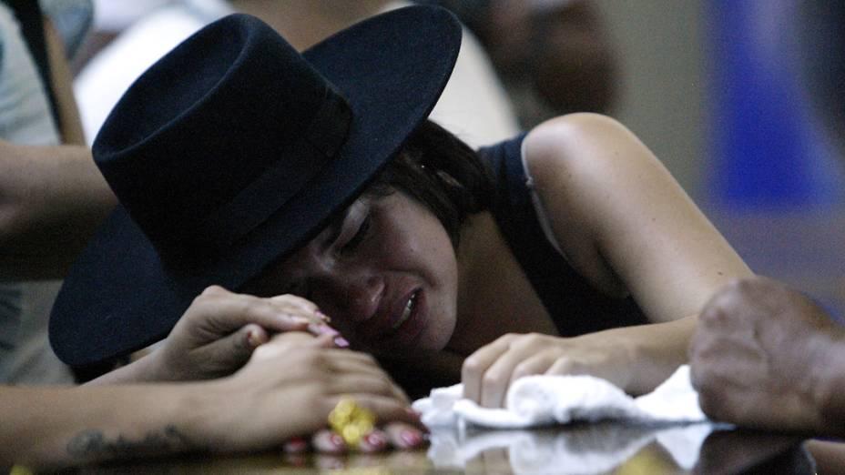 Familiares durante o velório das vítimas do incêndio em Santa Maria, no Rio Grande do Sul