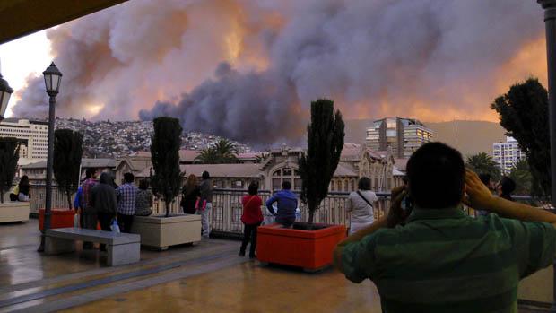 Autoridades tiveram que evacuar mais de 5.000 pessoas da cidade de Valparaíso, no Chile