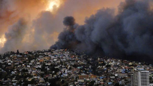 Até o momento, onze pessoas morreram durante incêndio de grandes proporções no Chile