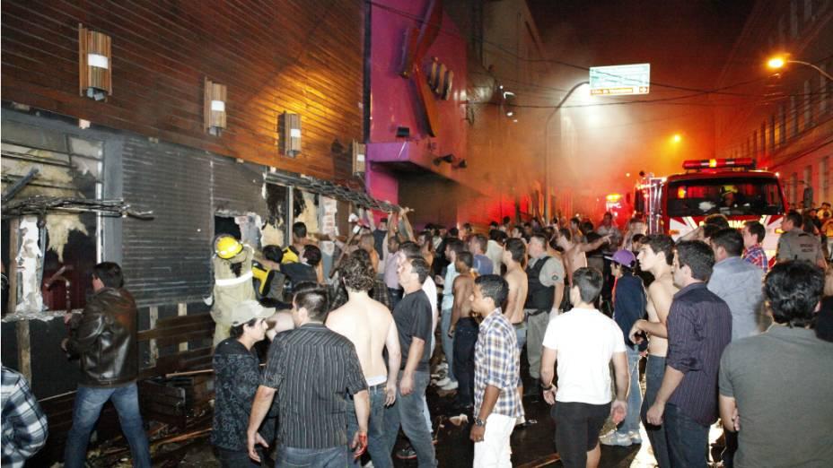 Boate Kiss, em Santa Maria, na região central do Rio Grande do Sul, pegou fogo na madrugada de domingo