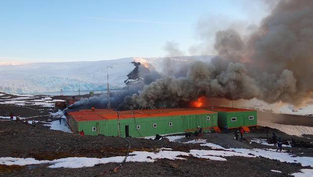 <p>Incêndio na Estação Comandante Ferraz, na Antártica</p>
