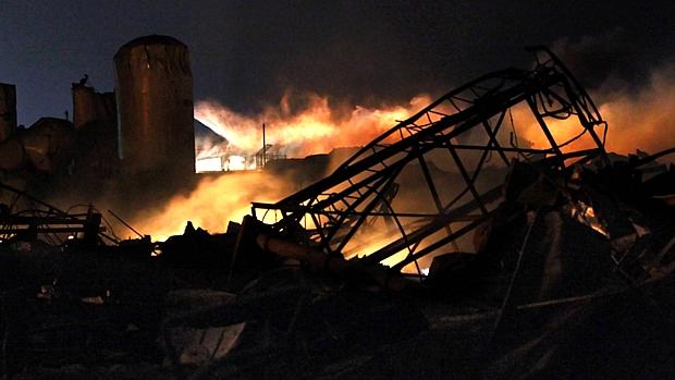 Explosão deixou cenário de devastação no local que abrigava a fábrica