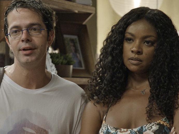 Rui (Bruno Mazzeo) e Indira (Cris Vianna) em A Regra do Jogo