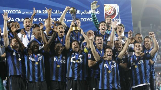 Jogadores da Inter de Milão comemoram o terceiro título do Mundial de Clubes