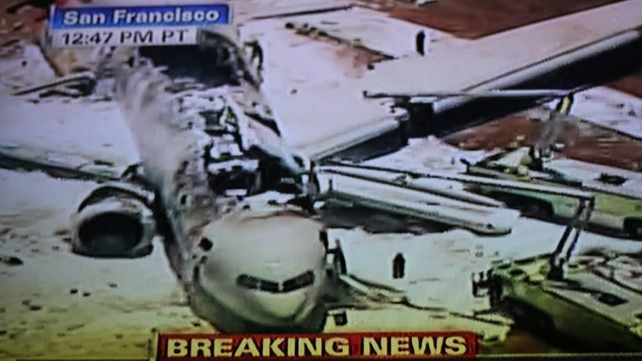 Avião pega fogo após pouso forçado no aeroporto de São Francisco, nos Estados Unidos