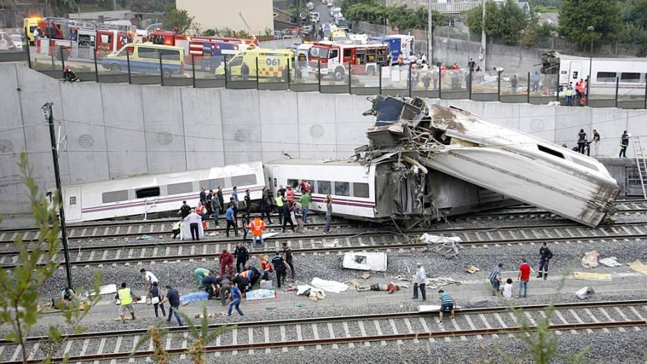 Equipes de emergência tentam socorrer centenas de passageiros que estavam nos vagões