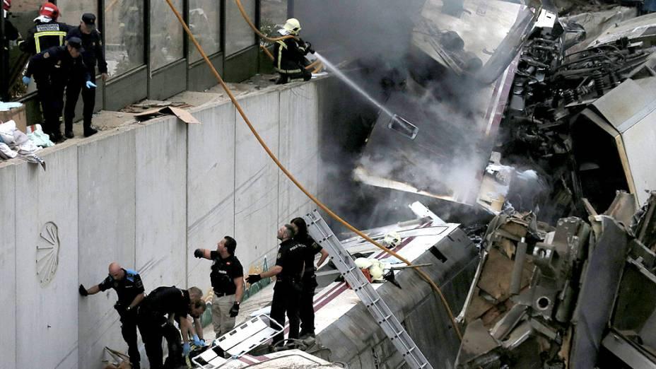 Descarrilamento de trem em Santiago de Compostela, na Espanha deixa dezenas de mortos