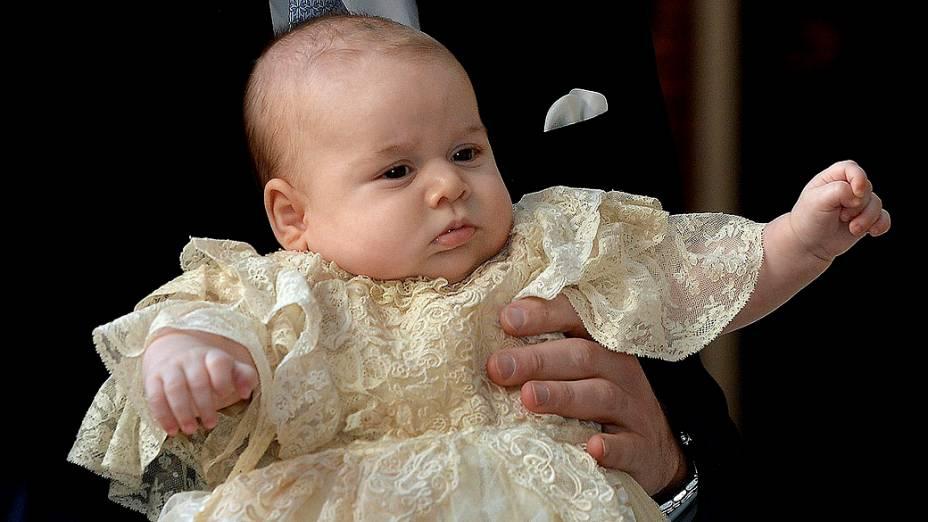 Príncipe George com três meses de idade, na Capela Real no Palácio de St. James, em Londres