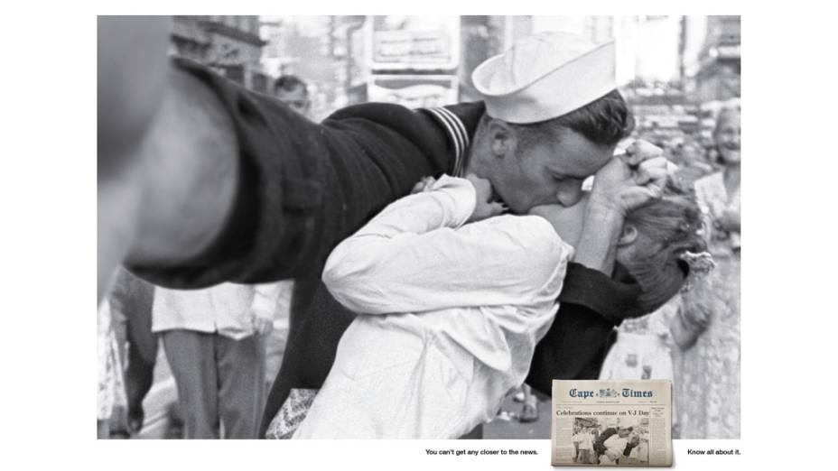 Selfie do histórico beijo entre um marinheiro e uma enfermeira após o fim da Segunda Guerra Mundial