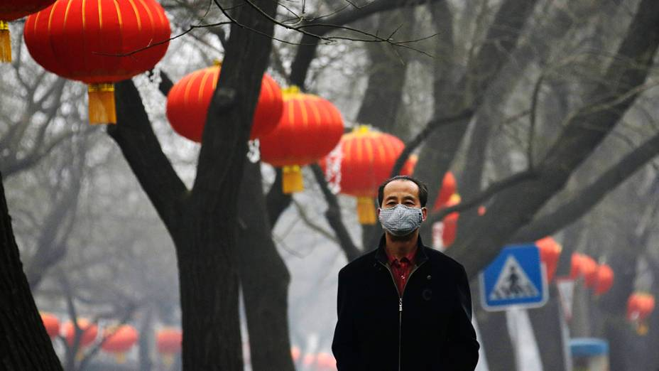 A China emitiu um alerta devido à densa e prejudicial camada de poluição que cobre desde o sábado 12 províncias do país. Em Pequim, os níveis são os piores já registrados em uma década, conforme a imprensa local