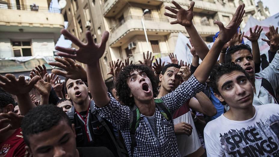 Manifestantes faz foram às ruas para lembrar o aniversário dos atos de 2011 quando dezenas de manifestantes foram mortos nos arredores da Praça Tahrir, no Cairo, após a queda do então presidente Mubarak - (19/11/2013)