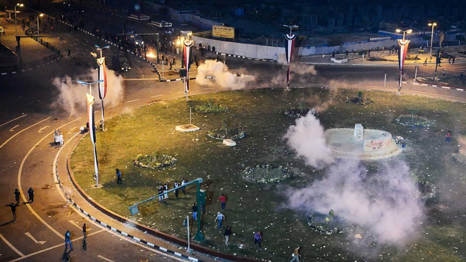 Manifestantes entraram em confronto com a polícia durante ato que relembrou o protesto sangrento de 2011 nos arredores da Praça Tahrir, no Cairo - (20/11/2013)