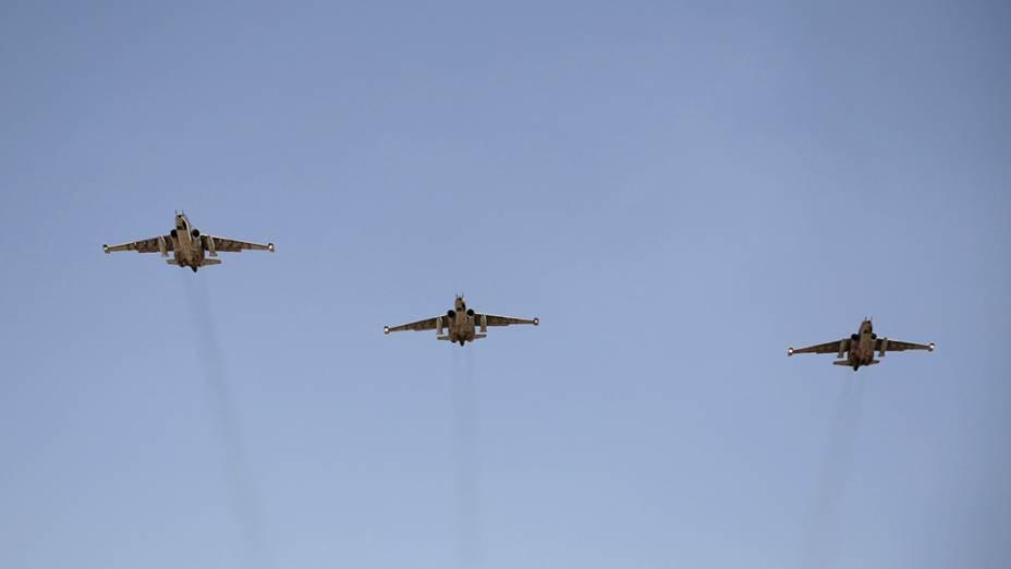 Aviões russos chegam a base aérea militar do Iraque, no aeroporto de Bagdá; Segundo informações do Ministério da Defesa, os caças que chegaram ao país serão usados para apoiar as tropas iraquianas no combate aos militantes islâmicos sunitas do Estado Islâmico do Iraque e do Levante (EIIL), que tomam poder nas províncias ao norte
