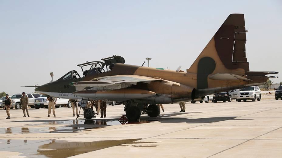 Caça russo chega à base aérea militar do Iraque, no aeroporto de Bagdá; As aeronaves serão utizadas para apoiar as tropas iraquianas a combater militantes islâmicos sunitas que tomaram o poder nas províncias ao norte do país