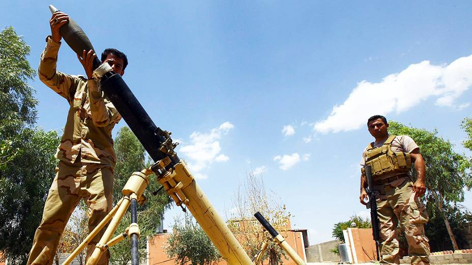Tropas curdas se preparam para um ataque contra o Estado Islâmico do Iraque na província de Nineveh